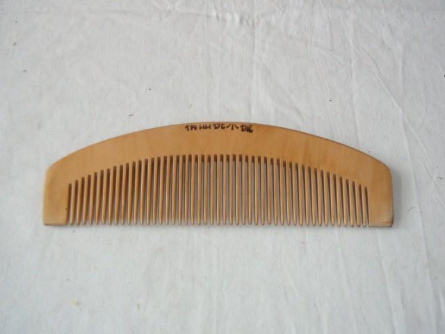 Расческа деревянная 16,5*5 см.