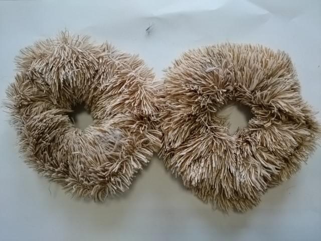 Резинка для волос меховая, d 12 см, цена за пару, цвет - коричневый.