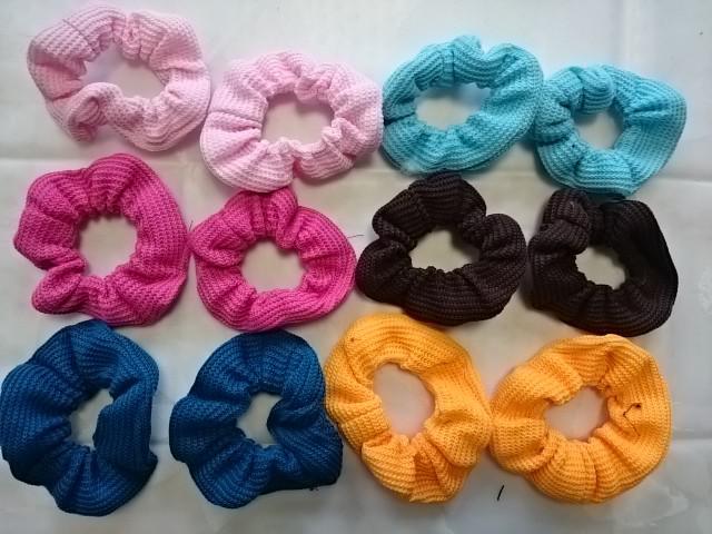 Резинка для волос цветная в ассортименте, ткань, D=12 см, цена за 12 штук.