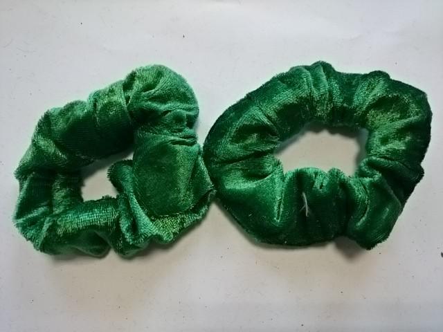 Резинка для волос цветная велюровая, d 10 см, цена за пару, цвет - зелёный.