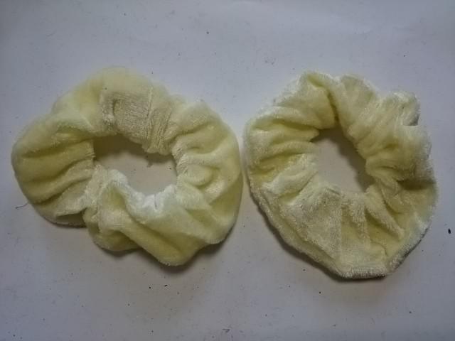 Резинка для волос цветная велюровая, d 10 см, цена за пару, цвет - жёлтый.