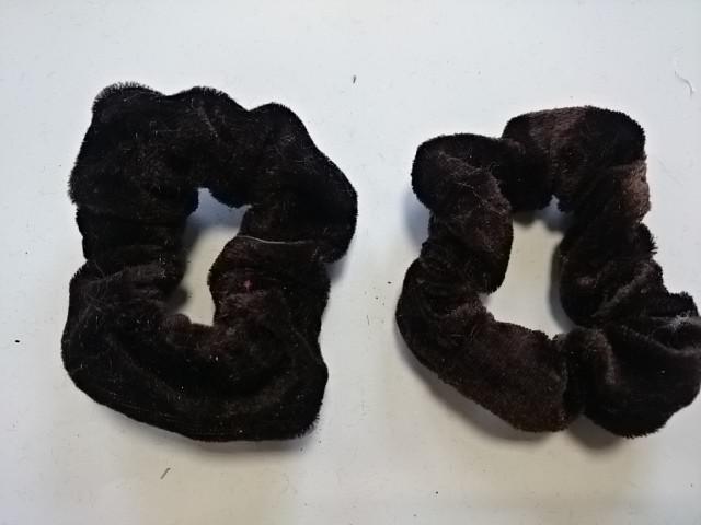 Резинка для волос велюровая, D=9 см, цена за пару, цвет - коричневый.