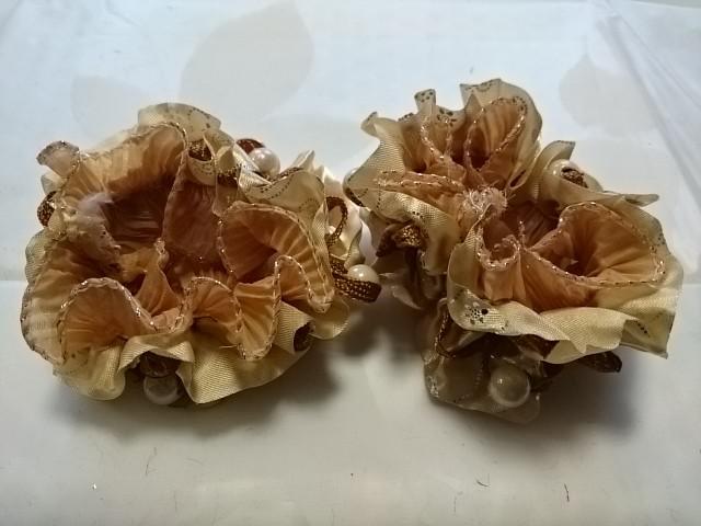 Резинка для волос гофрированная с бусинками, d 10 см, цена за пару, цвет - бежевый.