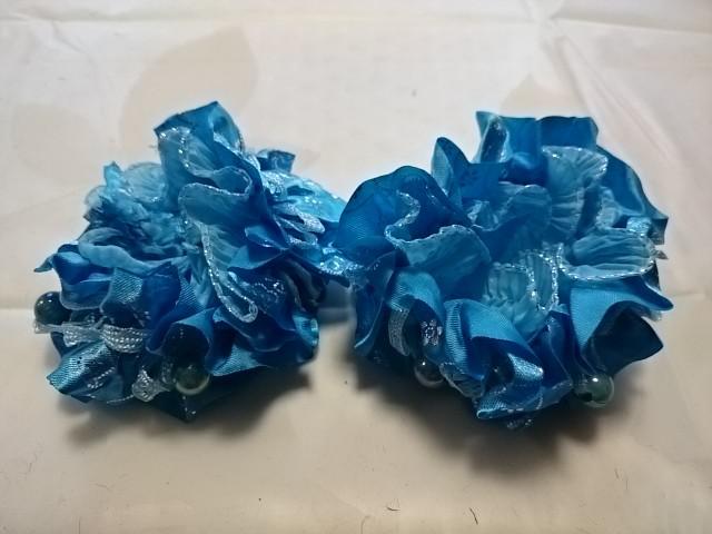 Резинка для волос гофрированная с бусинками, d 10 см, цена за пару, цвет - голубой.