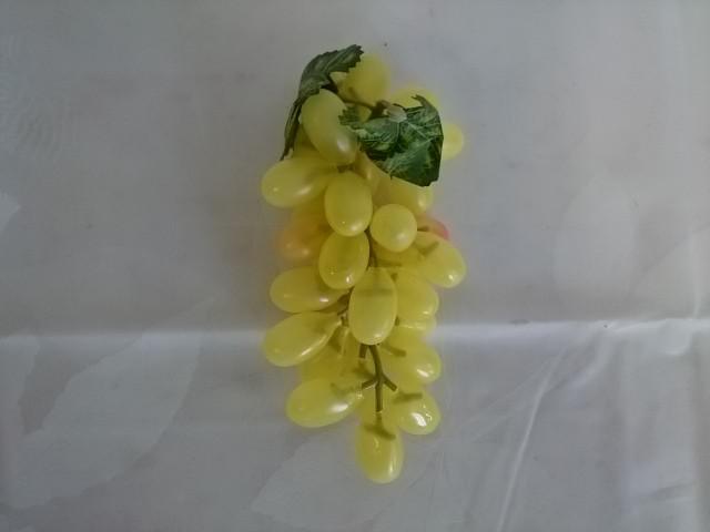 """Муляж """"Кисть Винограда"""" из 36 ягод длиной 3 см, длина ветки 18 см."""