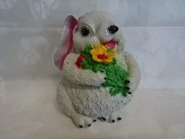 Копилка Заяц с цветами, 23 см, гипс.