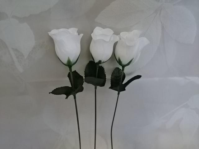 Роза-бутон белая, l=25 см, бутон 5 х 3 см, пластик, ткань.