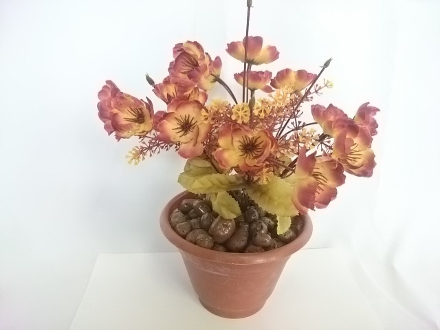 """Искусственный цветок в горшке """"Анютины глазки"""", 25 см, 7 веток в букете, ткань, пластик, металл. Цвет БУКЕТА -жёлто-бордовый. Цвет горшка - белый, либо коричневый."""