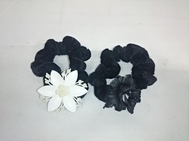 Резинка для волос с металлическим украшением, 1 штука.