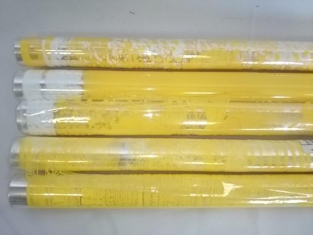Плёнка прозрачная 70 см в рулоне с двухцветным рисунком жёлтая в ассортименте.