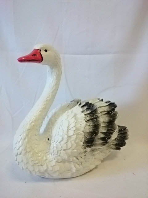 Лебедь средний, 40 х 40 см, гипс.