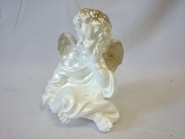 Сувенир Ангел сидя белый с золотом, 17 см, гипс.