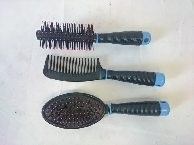 Расчёски в наборе 3 штуки, цвет чёрный.
