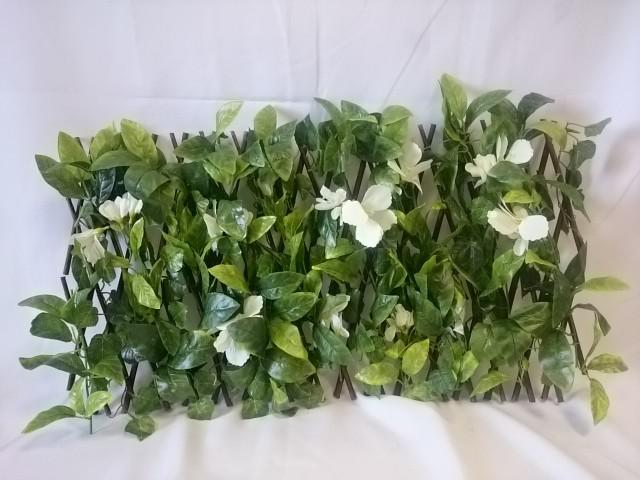 Ограждение из натуральных веток с белыми цветами, трансформер.
