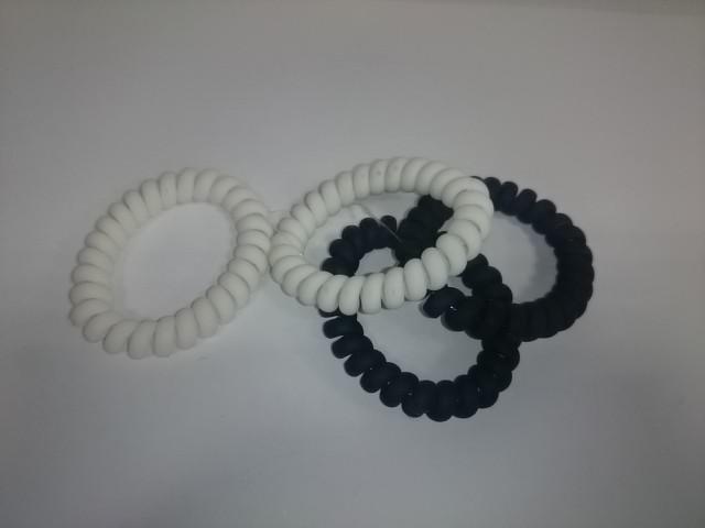 Резинки для волос силиконовые d5,5 см, цена за 4 штуки.