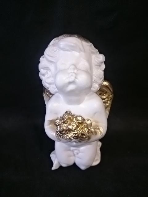 Сувенир Ангелочек с букетом, 21 см, белый с золотом, гипс.
