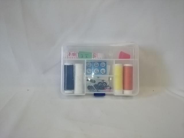 Швейный набор: нитки, иглы, ножницы, сантиметр.