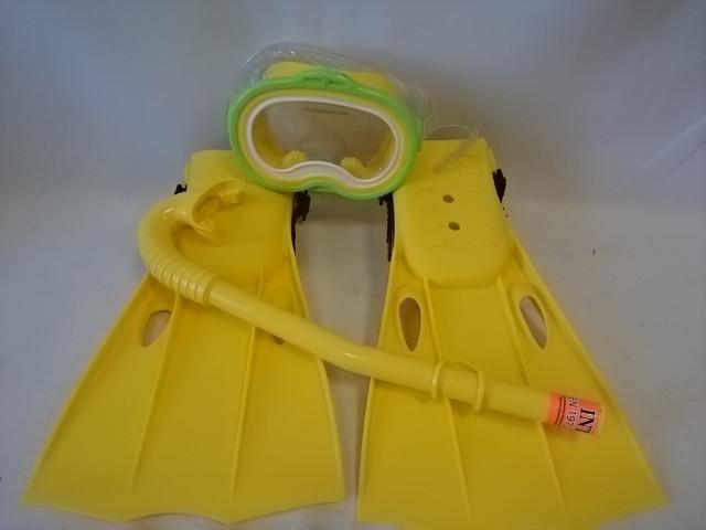 Набор для подводного плавания от 8 лет: трубка, маска, ласты.