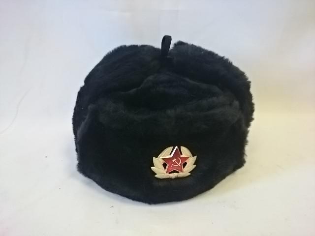 Шапка - ушанка с кокардой, размер 58, цвет - чёрный.