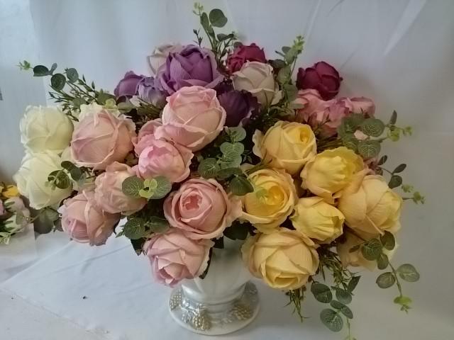 """Букет флористический """"розы с бутонами и добавками"""" 11 групп, 50 см, цена за 1 букет."""