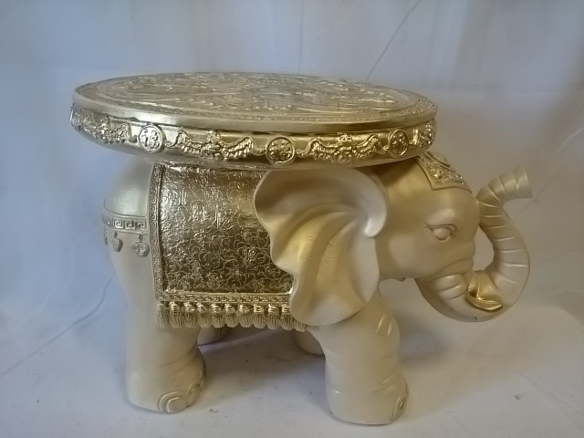 Стол - Слон большой, 42*57*34 см, цвет - слоновая кость.