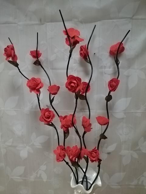 Набор веток из 5 штук, h-1,5 м, с розами из латекса.