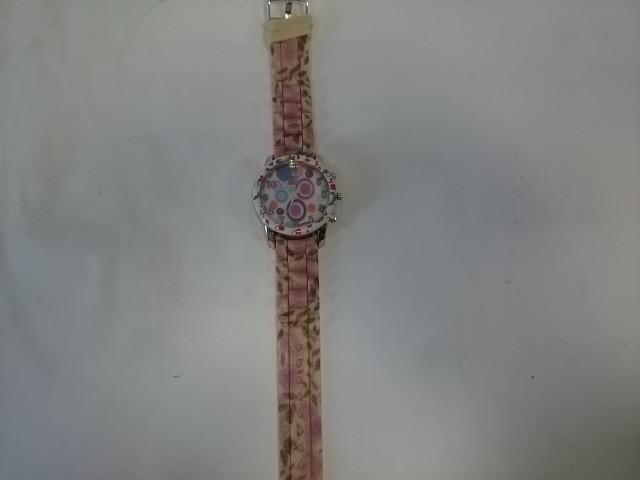 Часы наручные на силиконовом ремешке.