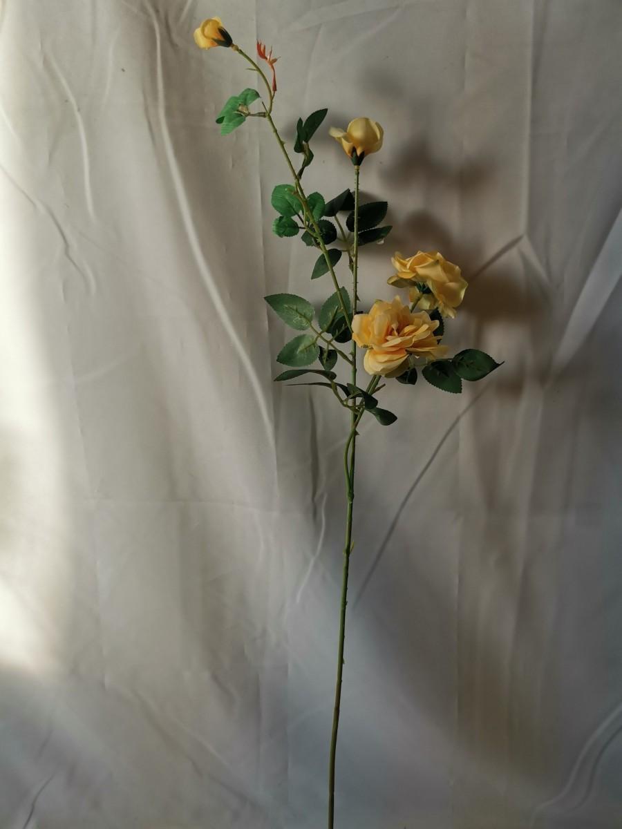 Ветка роз мелких, 88 см, 2 цветка + 2 бутона, 1 штука, пластик, ткань, металл, цвет - жёлтый.
