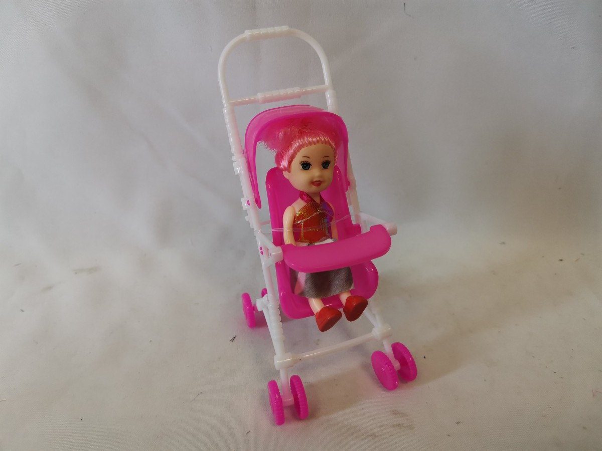 Кукла в коляске, 9*17*7 см.