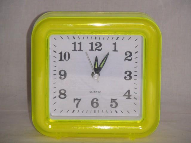 Будильник  на батарейках  11*12 см., пластик желтый
