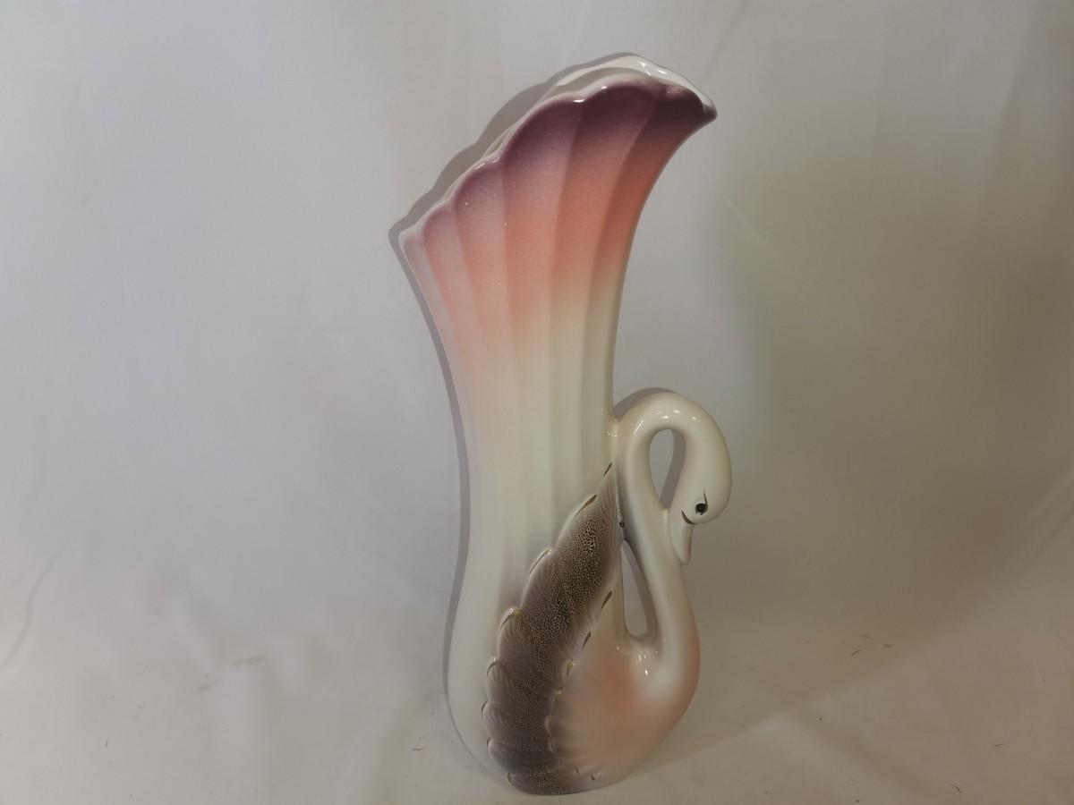 Ваза керамическая Лебедь, 34 см, бело-розовая.