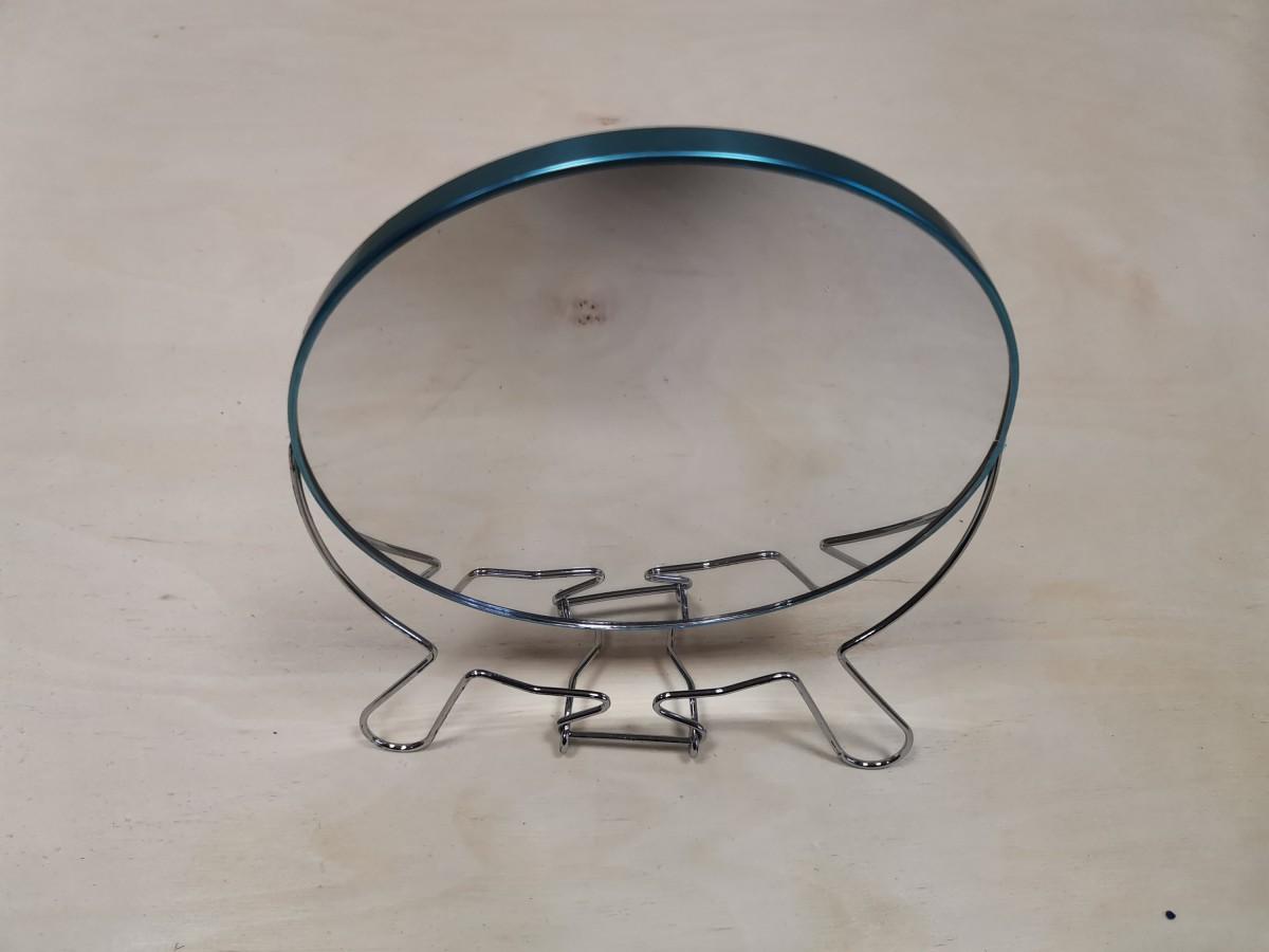 Зеркало настольное, D = 19 см, двухстороннее, металлическая оправа.