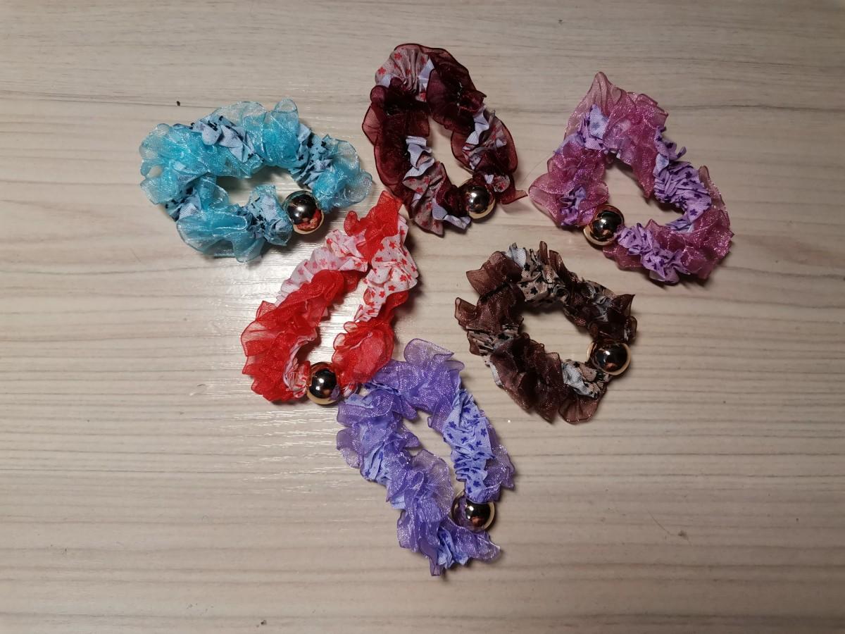 Резинка для волос с шариком, цена за 1 штуку, цвет в ассортименте.