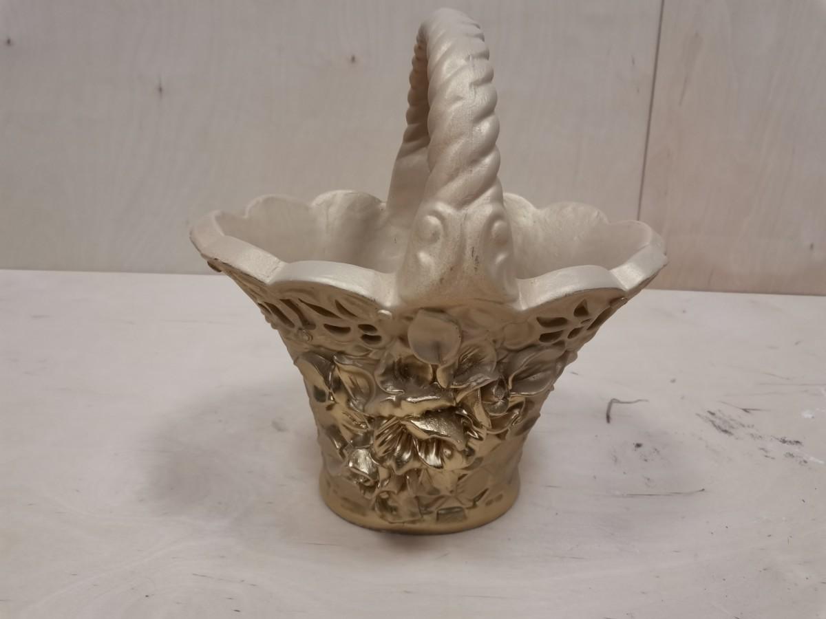 Корзина с цветами, 33*30*22 см, цвет - слоновая кость.