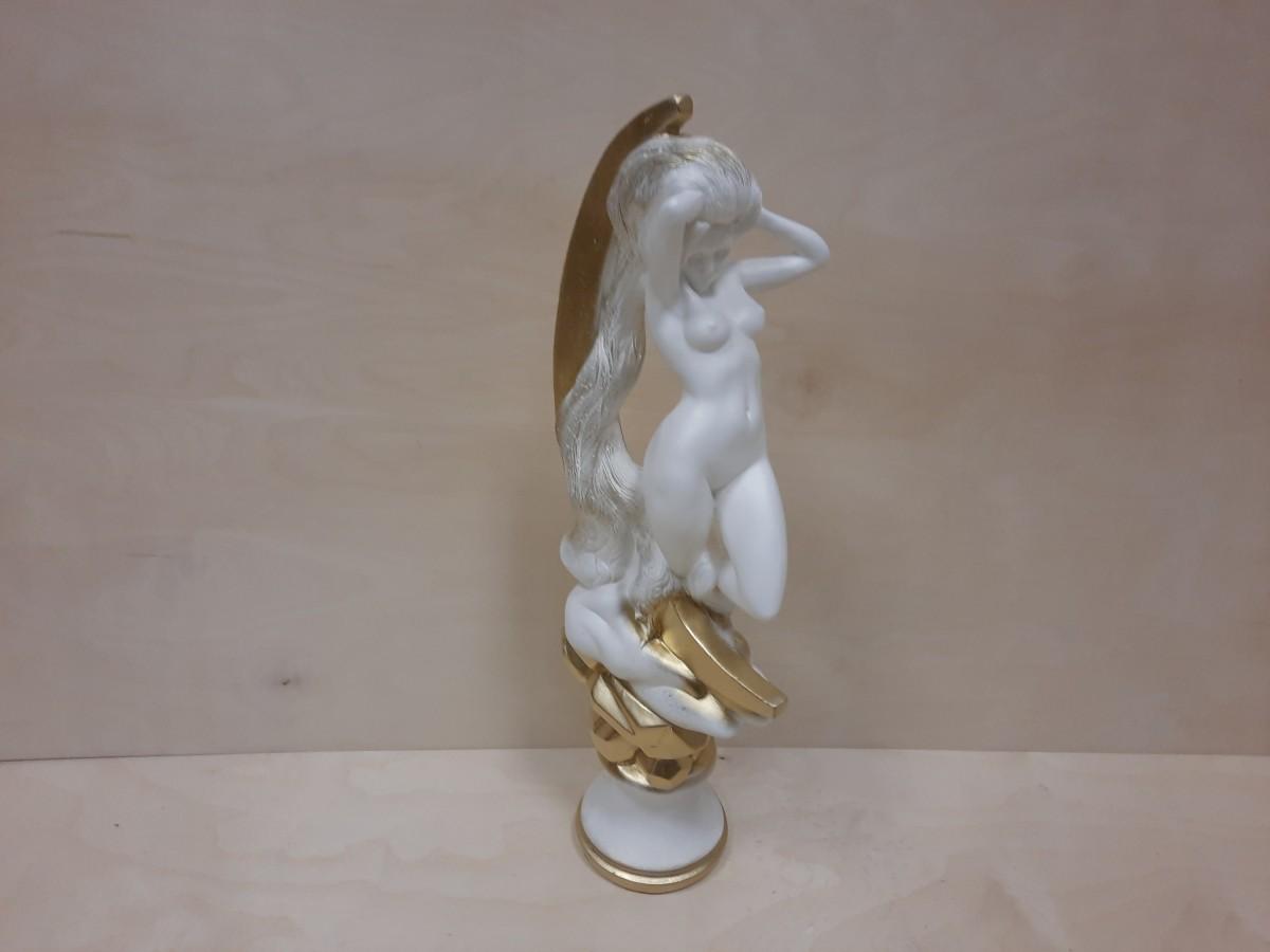 Девушка Луна, 58 см, цвет - белый с золотом.