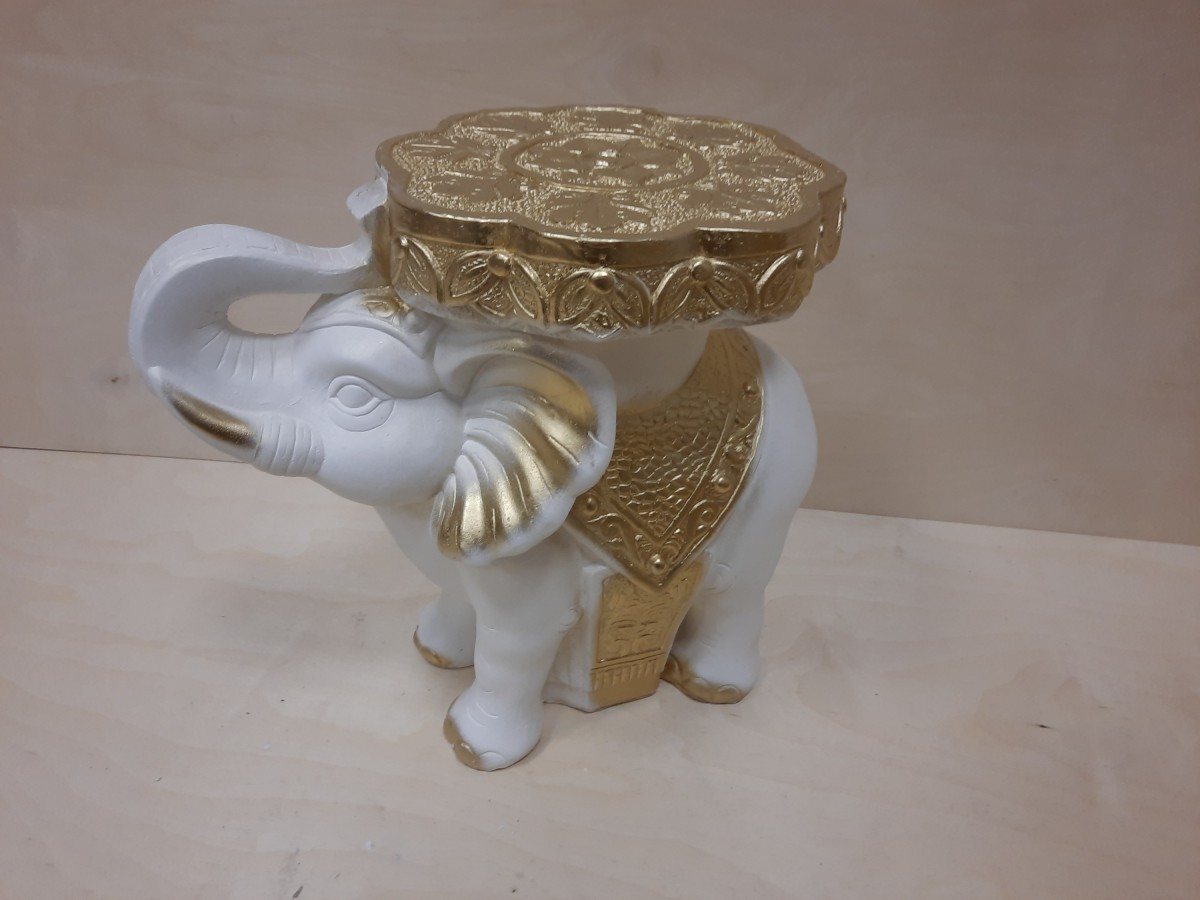 Слон средний, гипс, h - 34 см, L - 41 см, ш - 22 см. Цвет - белый с золотом.
