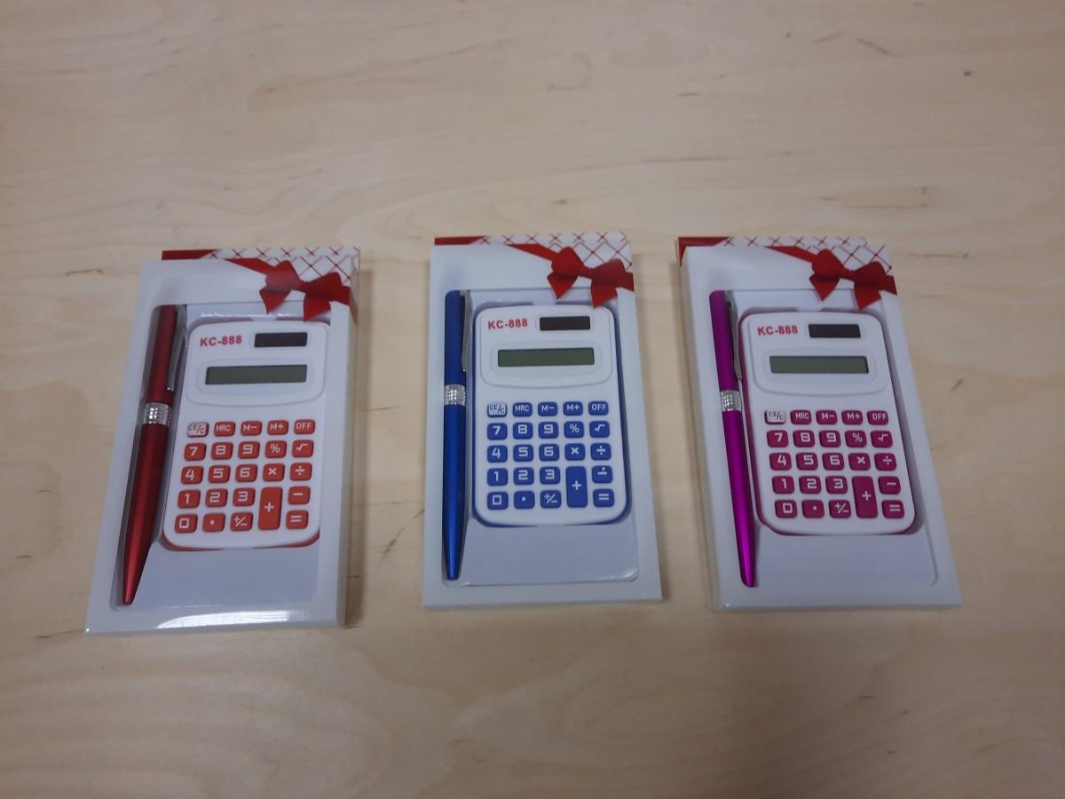 Набор из 2 предметов: ручка + калькулятор.