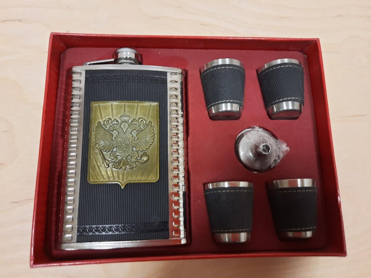 Набор подарочный 6 предметов в коробке: фляжка, 4 рюмки, воронка.