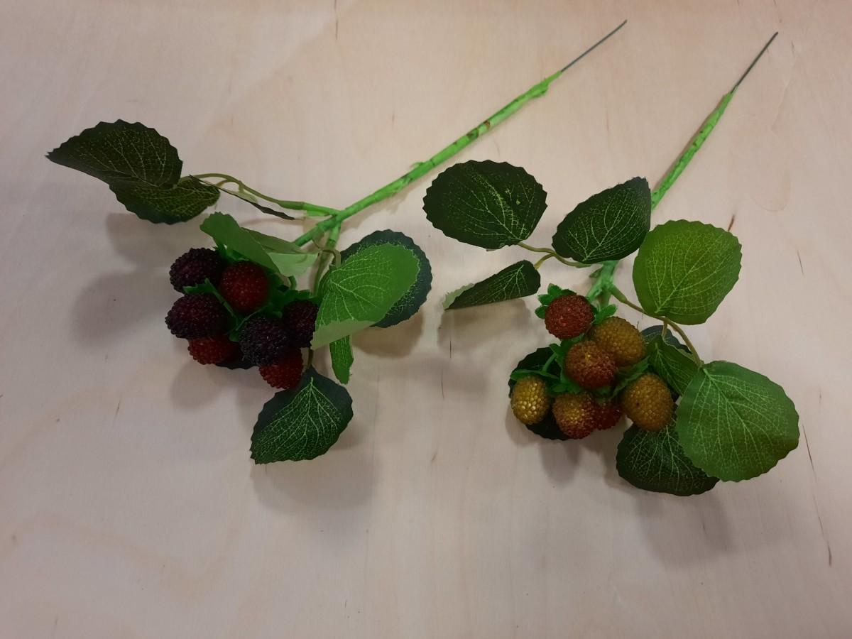 Ветка с ягодами, 30 см, цена за 1 штуку.