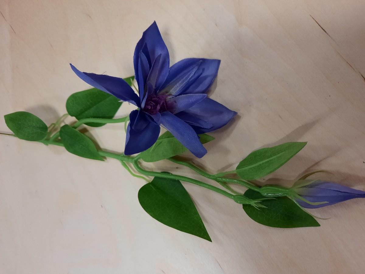 Ветка Клематиса, 46 см, цвет - фиолетовый.