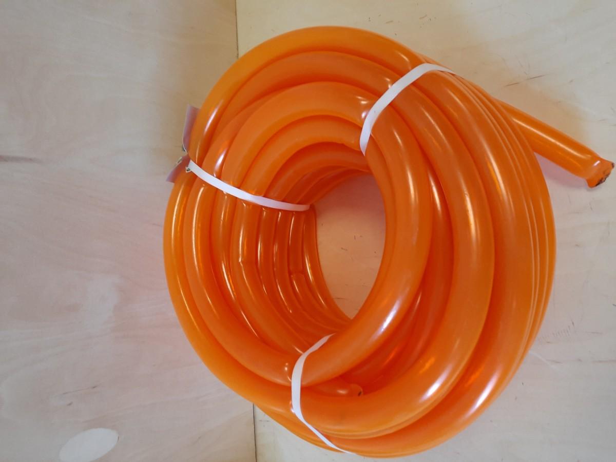 Шланг оранжевый, 20 метров.