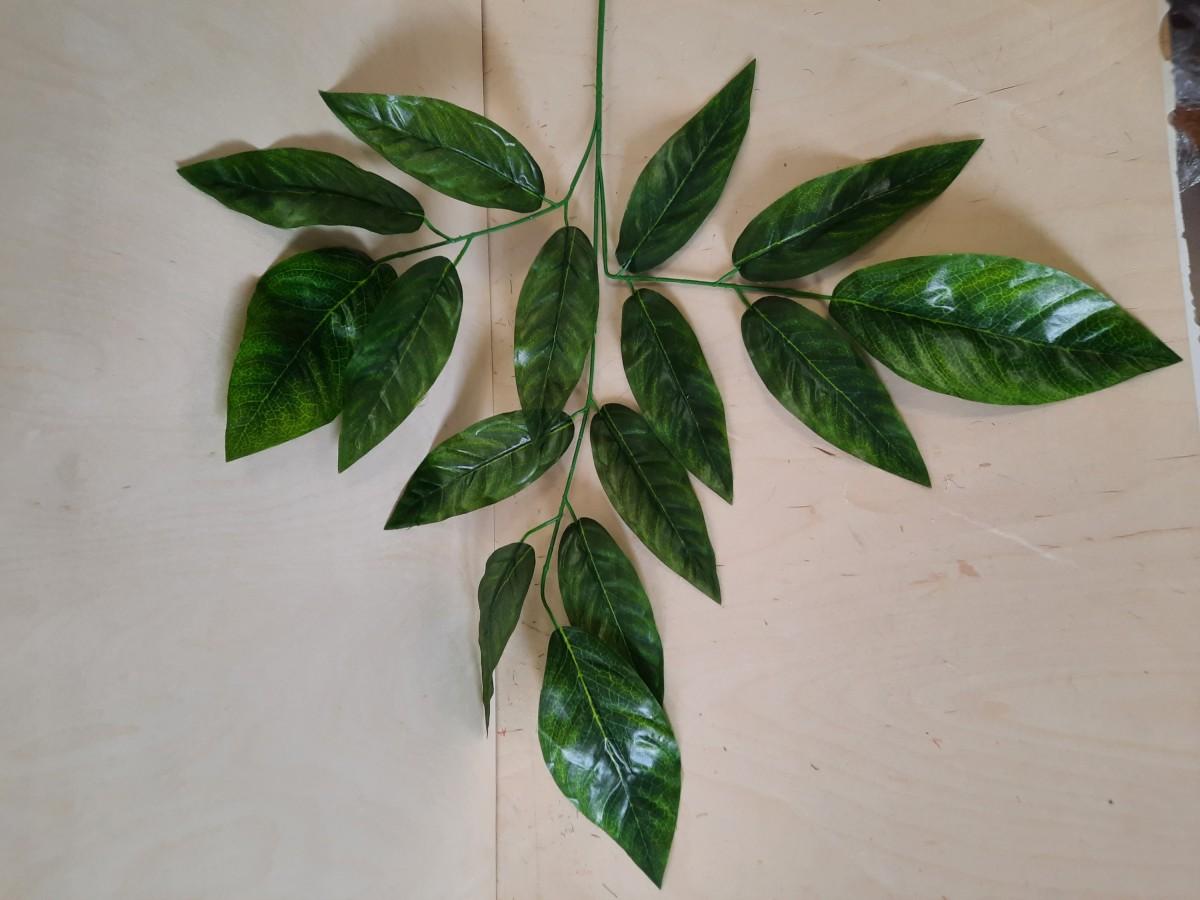 Ветка манго с крупными листьями, 68 см, цвет - тёмно-зелёный.
