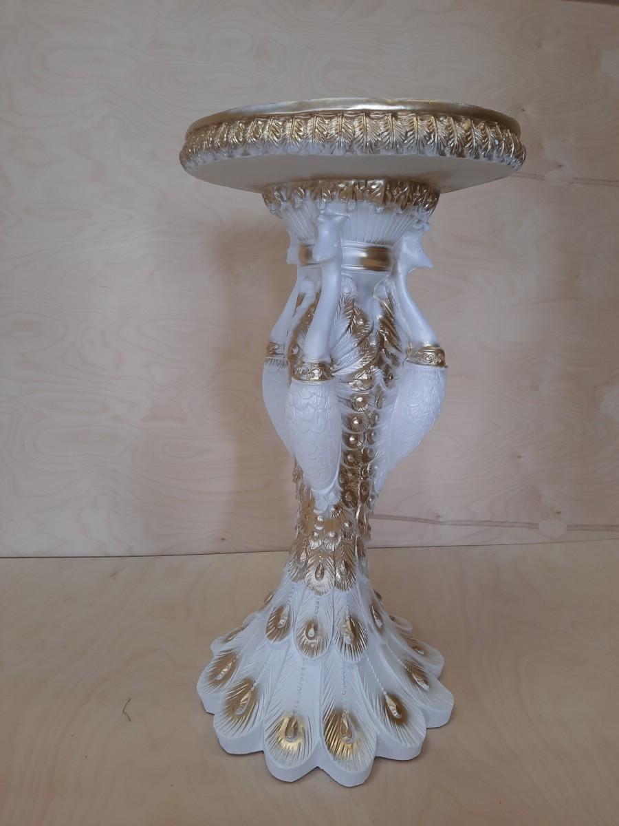 Тумба Павлины, h - 69 см, d - 36 см, цвет - белый с золотом.