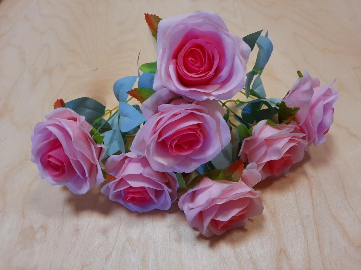 Букет роз из 7 голов, 42 см, цвет - нежно-розовый.