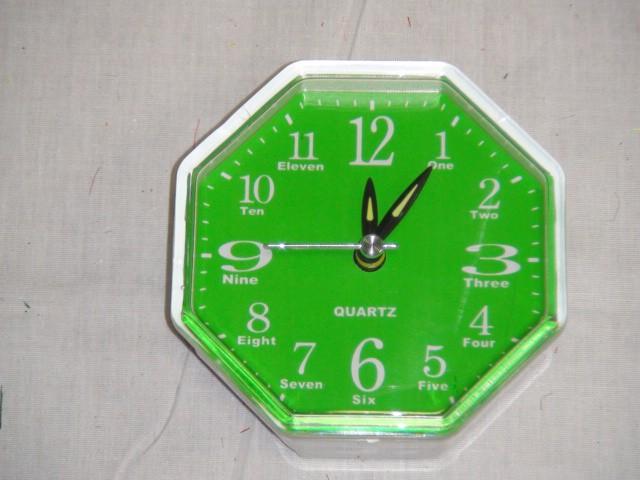 Будильник 9*9 см., зеленый, пластик