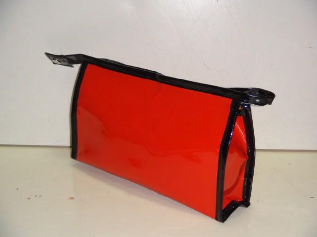 Косметичка плоская красная на молнии с зеркалом 23*14*6 см., пвх