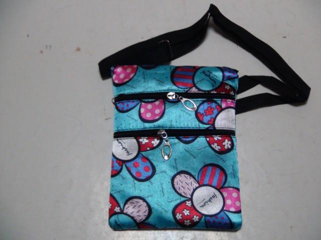 Сумка 3 отделения на молнии, 20*15 см., ткань голубая с цветами