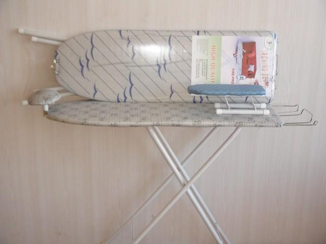 """Гладильная доска """"Чайки"""". Регулировка по высоте, подставка под утюг, подплечник, рукава. Ткань- тефлон. Н=77 см., 93*30 см."""