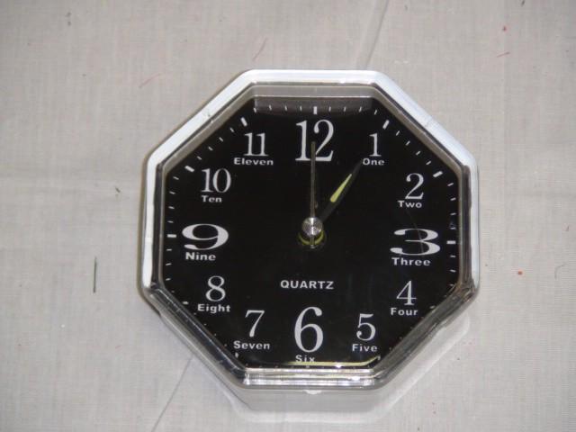 Будильник 9*9 см., черный, пластик