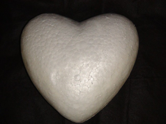 Сердце пенопластовое 20*21 см, 1 штука.